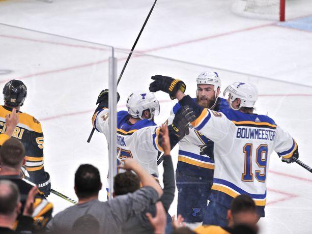 St. Louis Bluesilla on ensimmäinen mahdollisuus finaalisarjan päättämiseen maanantaina aamuyöstä Suomen aikaa.