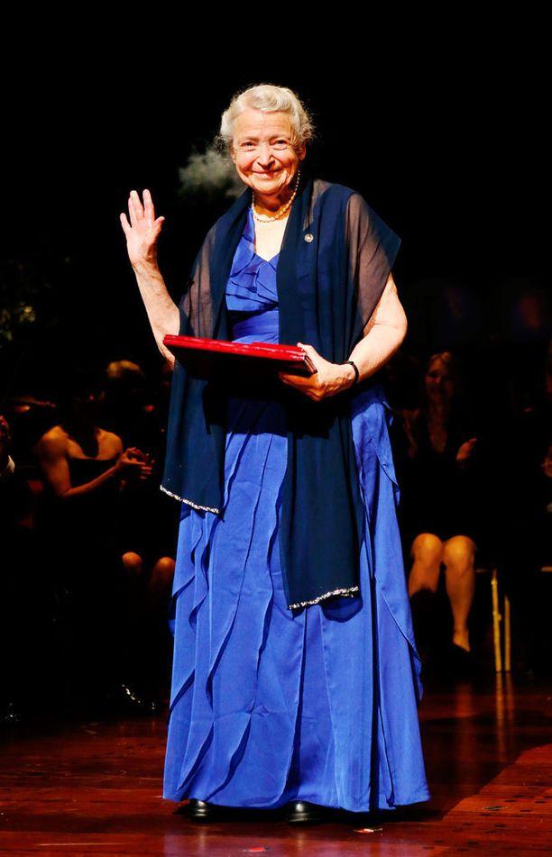 Mildred Dresselhaus on saanut lukuisia palkintoja sovelletun fysiikan alalla tekemästään tutkimuksesta. Hän oli myös ensimmäinen naispuoleinen professori arvostetussa MIT-yliopistossa.