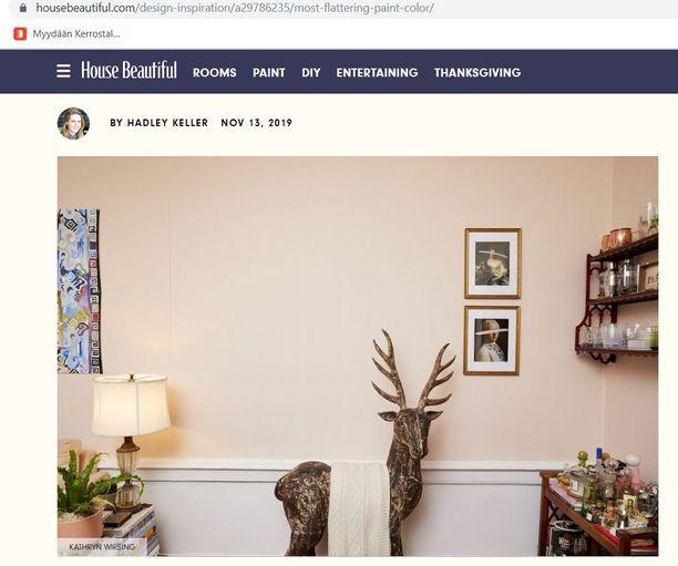 Kuvakaappauksessa jenkkitoimittaja Hadley Kellerin upea persikanpinkki seinä.