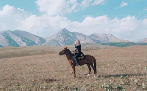 """Yksin reissaava Anna-Katri on käynyt yli 120 maassa:  """"Tämähän on aivan järjetöntä"""" - yksinmatkailu on trendi, joka yleistyy"""