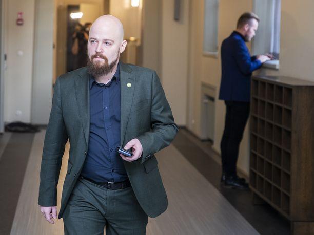 Kansanedustaja Mikko Kärnä (kesk) kannattaa kannabiksen viljelyn laillistamista.