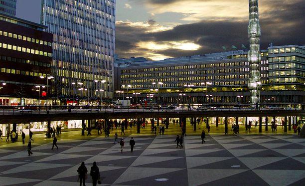 Matkailijoiden kannattaa olla nyt Tukholmassa tarkkana. Kuvassa Sergelin tori.