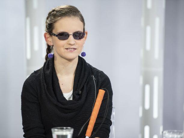 Ronja Oja vieraili lokakuussa IL-TV:n Sensuroimaton Päivärinta -ohjelmassa. Joulukuun alussa hän astelee Linnan juhliin.