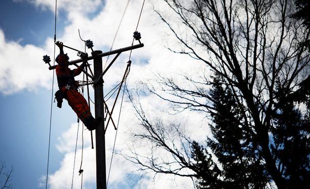 Espoolaiset kärsivät sähkökatkosta. Kuvituskuva.