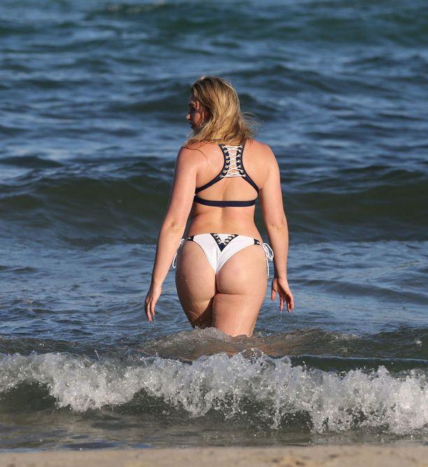 Iskra Lawrence muistetaan myös kesäisistä uimapukukuvauksista, joissa hän pääsi loistamaan.