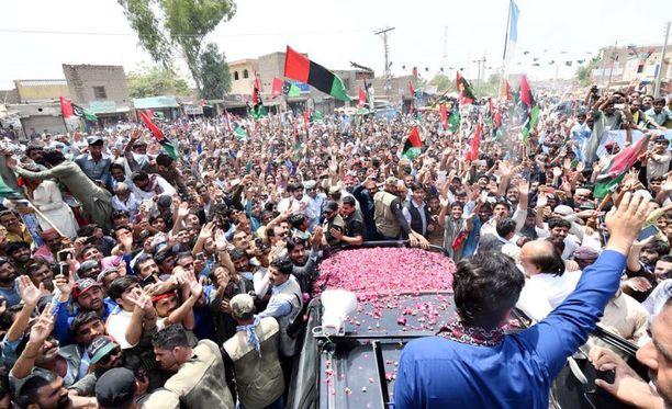 Vaaleja edeltävä kuukausi on ollut verinen. Kuva PPP-puolueen vaalitapahtumasta.