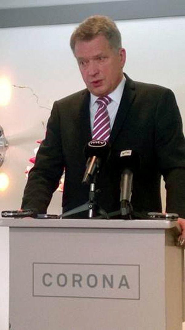 Presidentti Niinistö kritisoi alkoholinkäyttöä armeijan