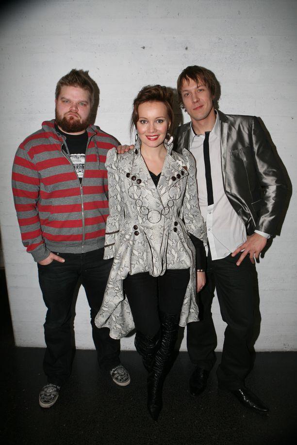Kuvassa vasemmalla Tuomas Rajala, keskellä Marja Hintikka ja oikealla Mikko Peltsi Peltola.
