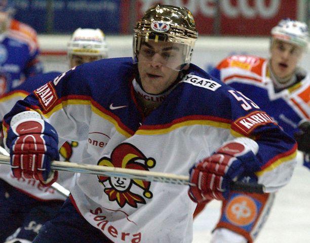 Pavel Rosa on aikaisemmin SM-liigassa edustanut HPK:ta kaudella 2000-2001 jolloin hän teki 54 ottelussa tehot 25+25=50. Seuraavalla kaudella laitahyökkääjä voitti Jokereissa Suomen mestaruuden.