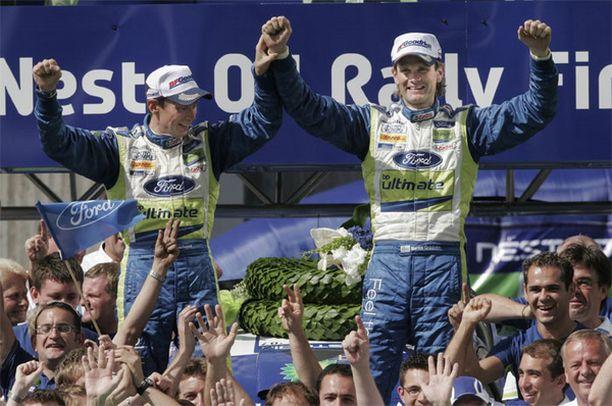 Jäikö Marcus Grönholm sittenkin kaipaamaan tätä? Jyväskylän rallin voittajana 2007.
