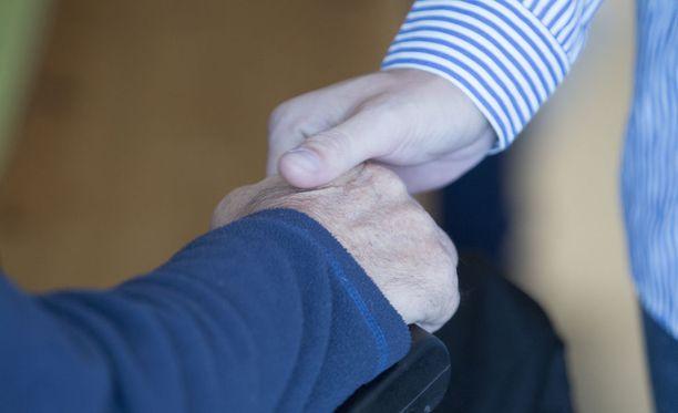 Vanhustenhoidon nykytila sisältää suuria riskejä, sanoo tutkija. Kuvituskuva.