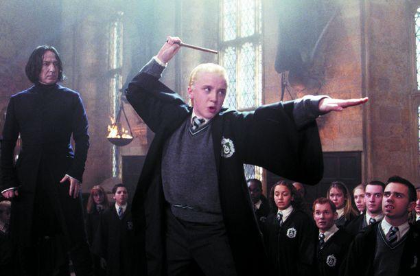 Felton (keskellä) ja Lewis (oikealla) olivat mukana jo vuonna 2002 ilmestyneessä elokuvassa Harry Potter ja salaisuuksien kammio.