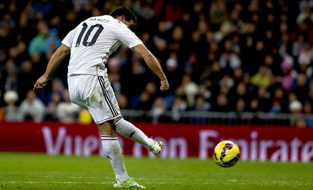 James Rodríguez ottanee heti paikkansa Real Madridin avauskokoonpanossa.