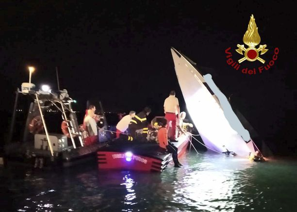 Ainoa turmasta selvinnyt oli lentänyt ulos veneestä. Sen sisältä löytyi kolmen ihmisen ruumiit.