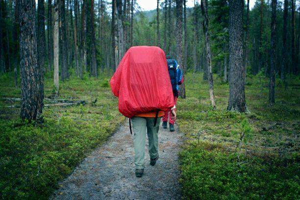 Vaikka olisi suunnitellut tekevänsä vain päiväretken, teltta ja lämmintä varustetta kannattaa ottaa mukaan.