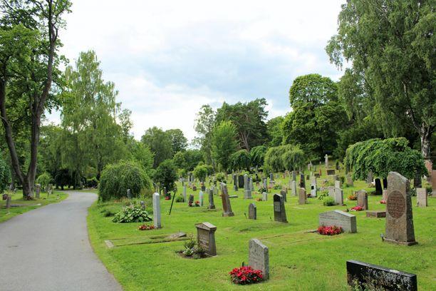 Kidutuksen kaltaisen pahoinpitely tapahtui hautausmaalla Solnassa elokuussa. Kuvituskuva.