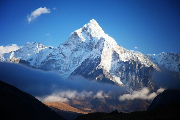 Kiipeilykausi Mount Everestillä kestää normaalisti huhtikuulta toukokuun loppuun.