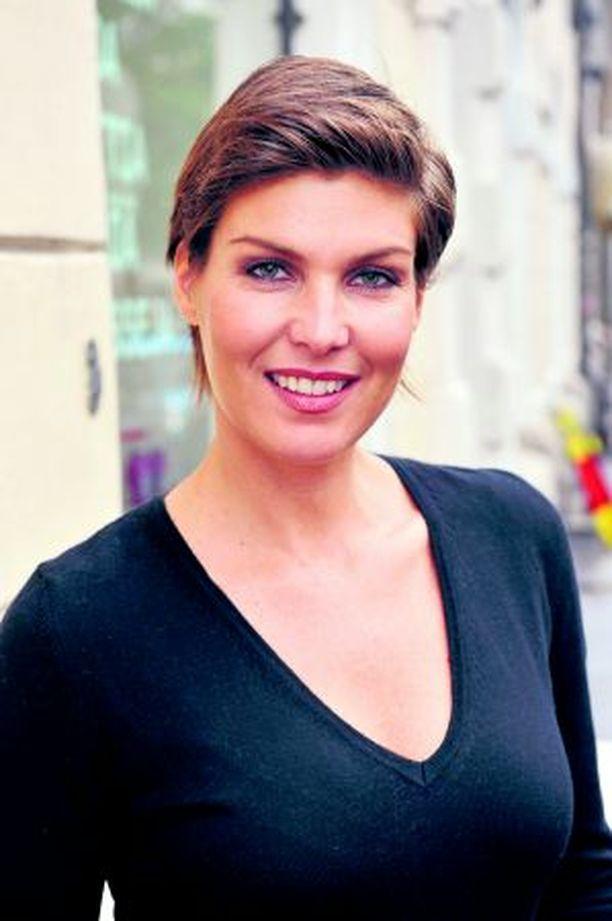 SISUSTAJA Helena Karihtala sisustaa koteja niin televisiossa, omassa firmassa kuin yksityiselämässäkin.