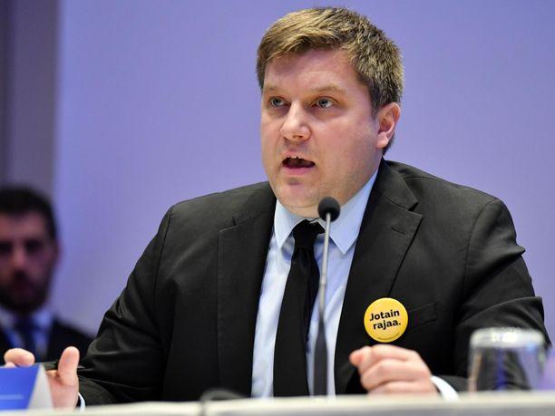 Perussuomalaisten eurovaaliehdokas Olli Kotro puhui Milanossa järjestetyssä oikeistopopulistien kokouksessa huhtikuussa.