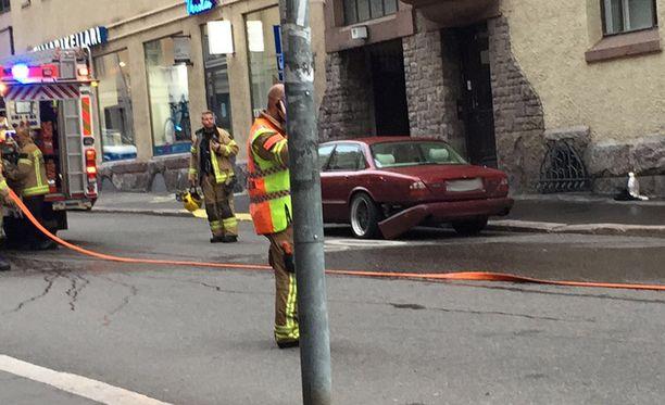 Poliisi vahvistaa Iltalehdelle, että yliajaja ajoi punaisella Jaguarilla.