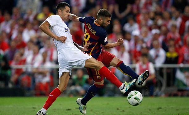 Jordi Alba viimeistelee voittomaalin Vitolon estelyistä huolimatta.