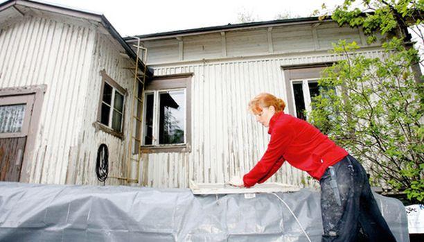 Katja Walleniuksen pojat ovat napisseet vain siitä, että heillä ei ole omia huoneita ennen sisätilojen kunnostusta.