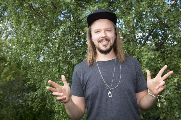 Jukka Poika tunnetaan esimerkiksi kappaleista Silkkii, Älä tyri nyt ja Mielihyvää.