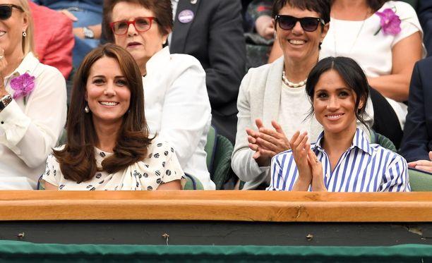 Herttuatar Catherine ja Meghan olivat seuraamassa Wimbledonin tennisottelua, jossa pelasi molempien hyvä ystävä Serena Williams.