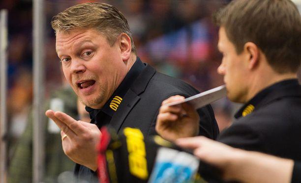 Pekka Virralla oli kieli keskellä suuta, kun hän kommentoi viidennen finaalin tuomareita.