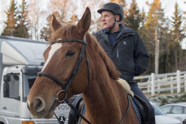 Jukka Aarninsalo aloitti ratsupoliisissa jo keväällä 1980.