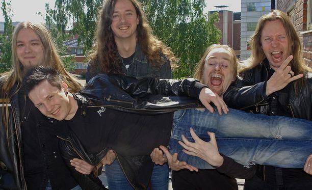 Stratovarius on vaikuttanut Pilven sielunmaisemaan jo nuoresta iästä lähtien. Nyt hän pääsee täyttämään rumpali-idolinsa saappaita.