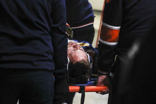 Tuukka Mäntylä oli taklauksen jälkeen hetken aikaa tajuton.