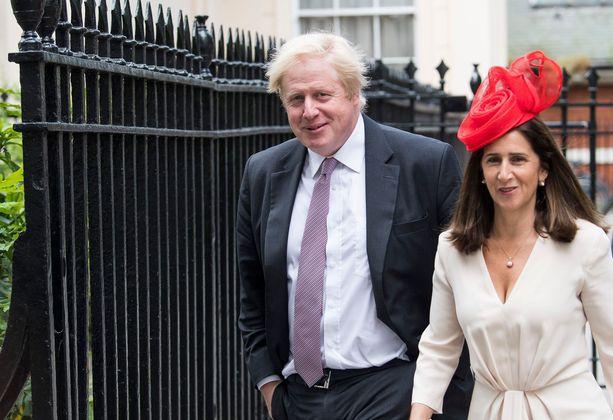Boris Johnson neljän lapsensa äidin Marina Wheelerin kanssa. Pariskunta on edelleen virallisesti naimisissa.
