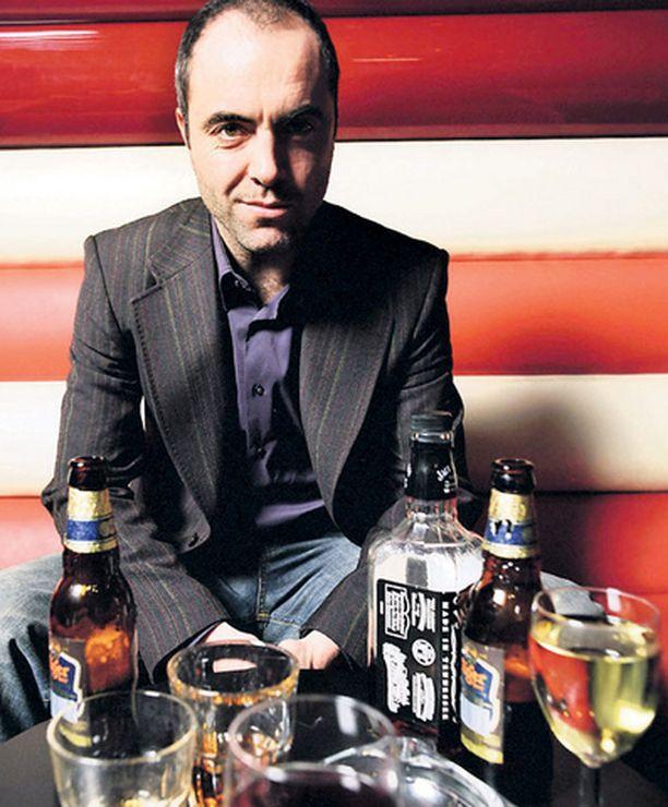 James Nesbittin esittämä poliisi Thomas Murphy viihtyy pullo seuranaan niin työssä kuin työn ulkopuolellakin.