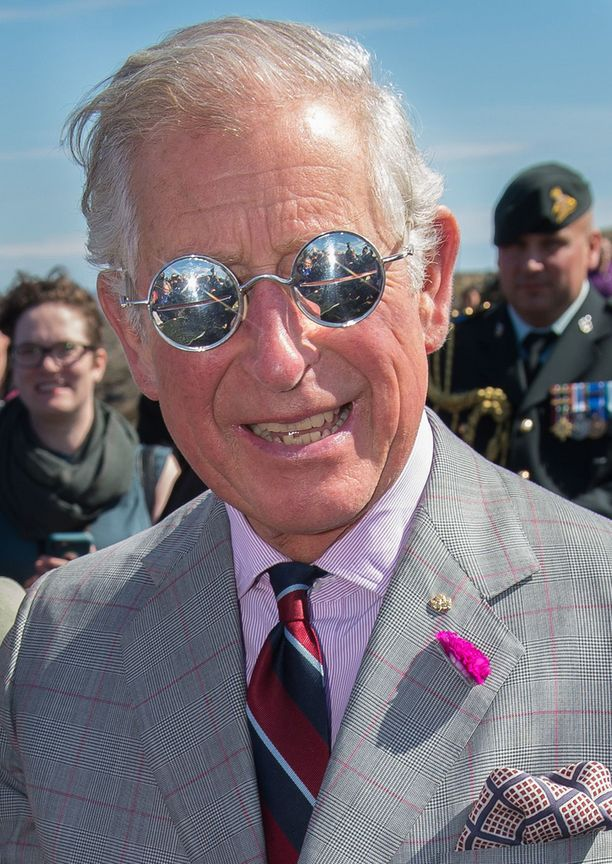 Charles ja todella hienot aurinkolasti.