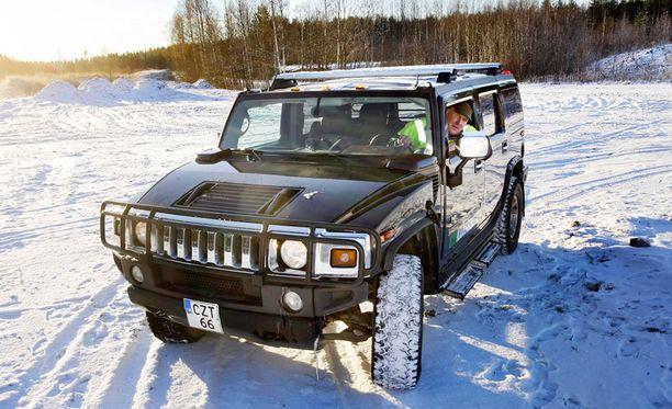 Ökyauto Hummer kääntyy ekoautoksi muuttamalla se toimimaan biokaasulla, kuten joutsalainen Petri Parhiala on tehnyt.