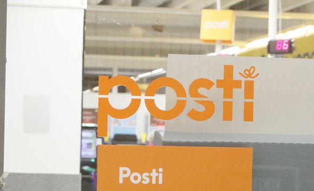 Helsingin postikeskuksen työntekijöiden ulosmarssi viivästyttää joidenkin kirjeiden ja aikakauslehtien toimittamista perille noin vuoriokaudella.