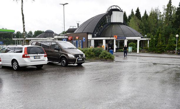 Poliisia ammuttiin Mäntsälän Tuuliruusun Nesteellä ja Lahdentiellä, jossa henkilö pidätettiin.