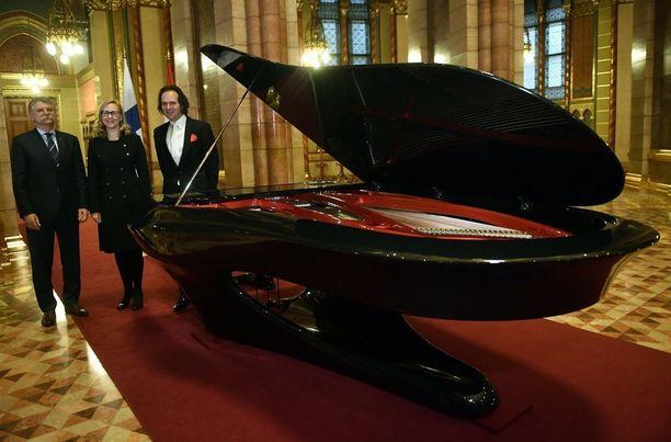 Unkarin valtio lahjoitti Suomelle 100-vuotislahjaksi tunnetun Boganyi-pianon.