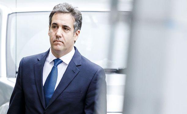 Yhdysvaltalaislähteet kertovat Trumpin entisen asianajajan Michael Cohenin antautuneen FBI:lle.
