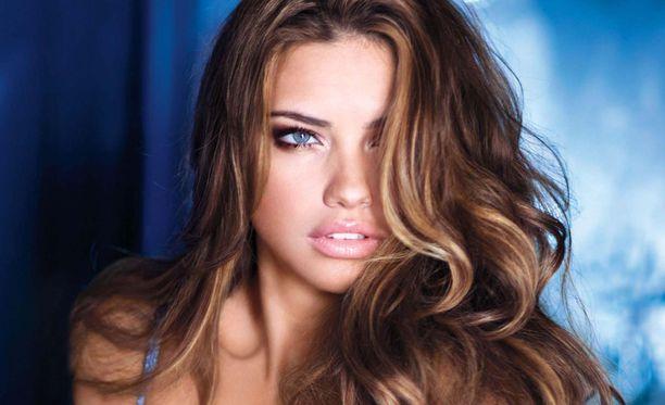 Adriana Lima ei kelpuuta rakkaakseen alle kaksimetrisiä miehiä.