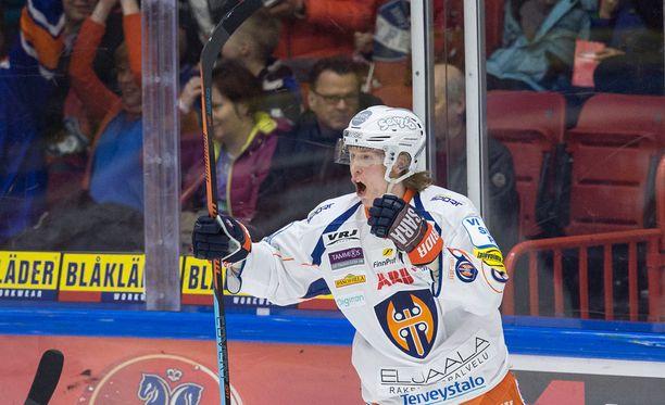 Patrik Laine tuuletti upeaa 3-1-maaliaan villisti.
