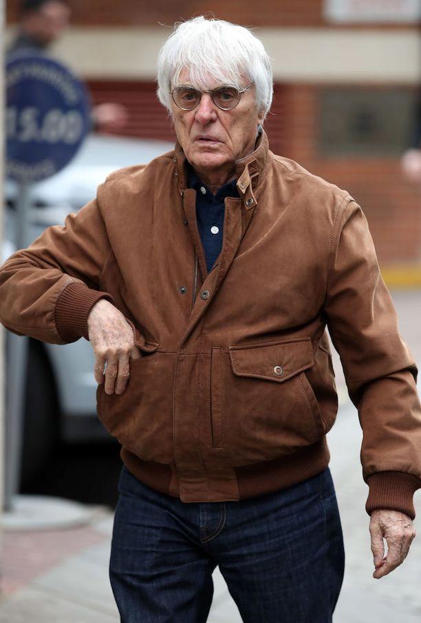 Bernie Ecclestone heivattiin sivuun johtotehtävistä.