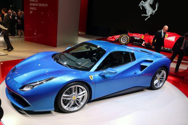 Ferrari 488: veronkevennys yli 100 000 euroa, mutta toki vain kun auto vuokrataan.