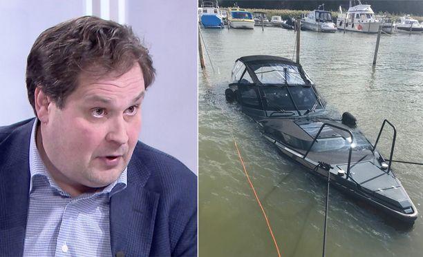 Jethro Rostedt on haastanut XO Boats Oy:n oikeuteen. Syynä on Jethron elokuussa laiturissa uponnut 250 000 euron arvoinen luksusvene.