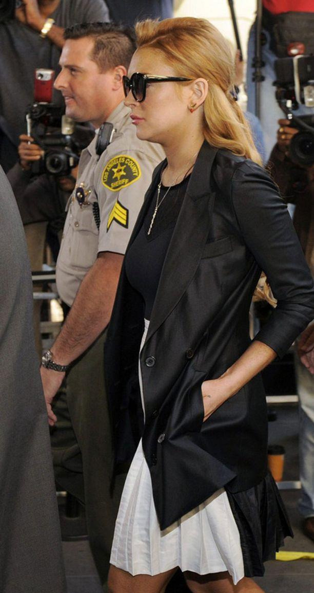 Lindsay Lohan saapui levollisin mielin oikeuteen perjantaina.