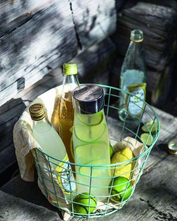 Hyvin varustetuissa kaupoissa on myynnissä vahvaa sitruuna- ja limemehua. Lisää mehun joukkoon vettä oman makusi mukaan, saat loistavan alkoholittoman saunajuoman.