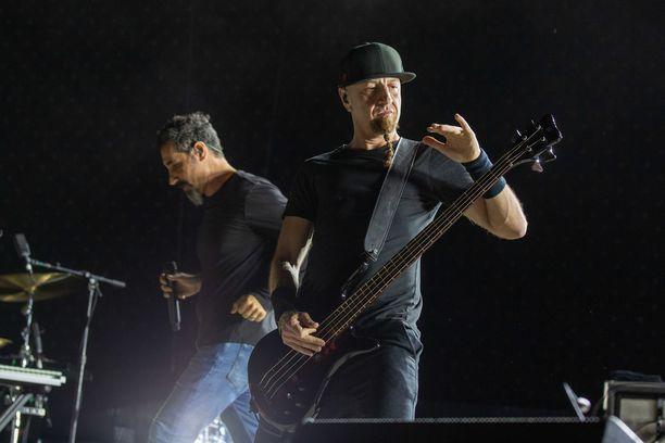 System of a Down tunnetaan esimerkiksi kappaleistaan Toxicity, Aerials ja Sugar.
