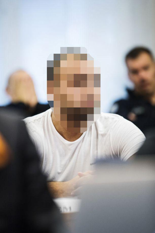 Maanantaina käräjillä luettiin syytteet kolmelle miehelle, jotka olivat syyttäjän mukaan järjestäneet yhdessä muiden henkilöiden kanssa 19,1 kilogramman amfetamiinierän salakuljetuksen Hollannista Suomeen vuoden 2017 syksyllä.