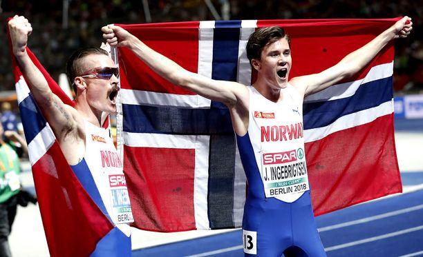 Jakob (oik.) ja Henrik Ingebrigtsen juoksivat Berliinin EM-kisoissa kaksoisvoittoon 5000 metrillä.